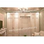 Встроенный шкаф вокруг двери на заказ Москва